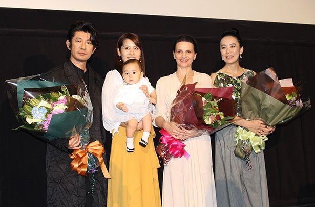 河瀬直美監督とダブル主演となるジュリエット・ビノシュ、永瀬正敏などが登壇。