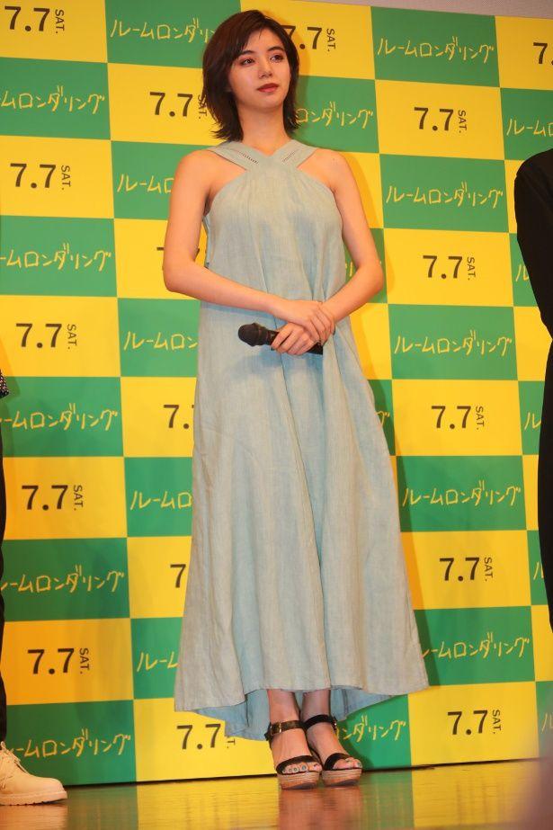 【写真を見る】池田エライザ、セクシーなミントカラーのドレス姿