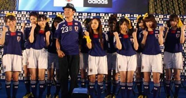 AKB48がサッカーの試合観戦に登場!