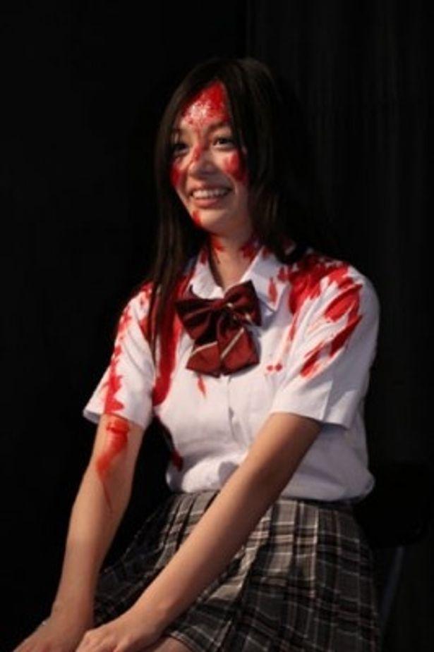 舞台挨拶中に突如、血まみれになってしまう米村美咲