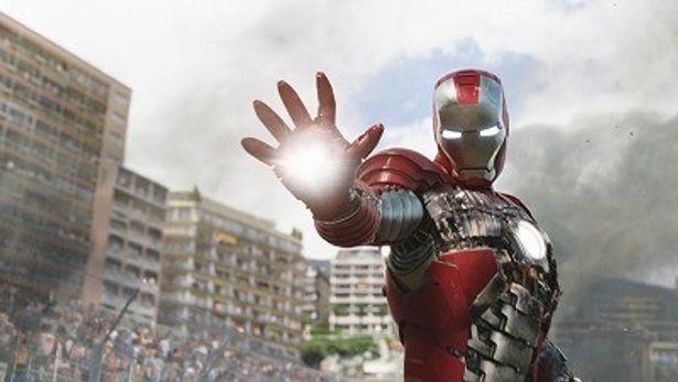 さらにバージョンアップしたパワードスーツで戦うアイアンマン