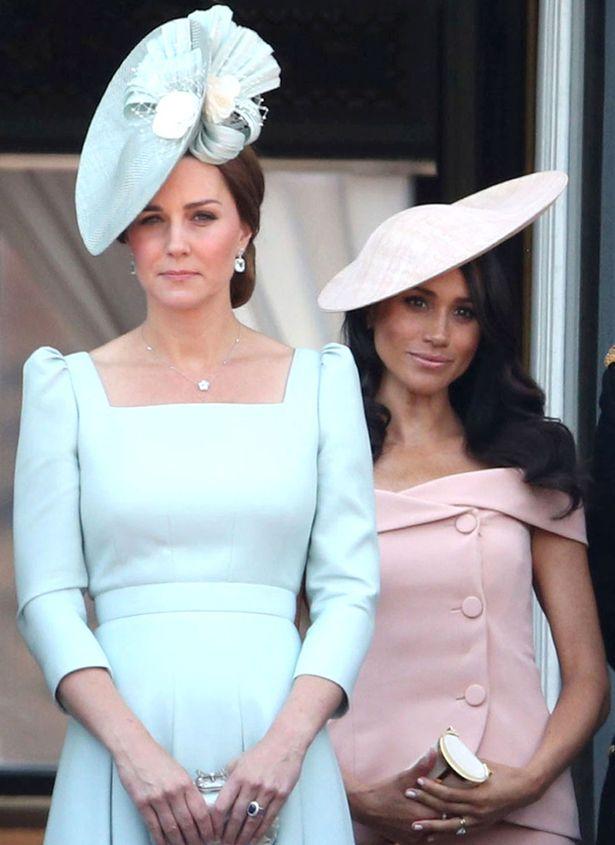 メーガン妃が着ているのはキャロリーナ・ヘレラ