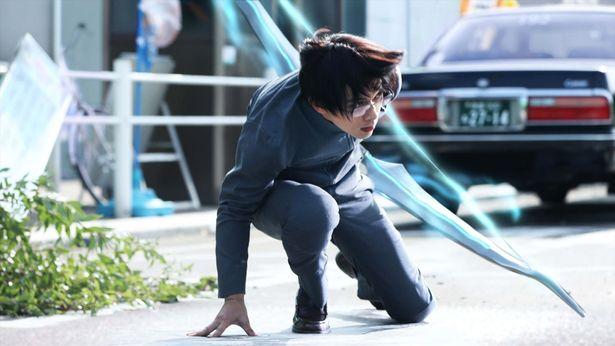 【写真を見る】メガネが似合う吉沢亮!雨竜役で華麗なアクションを披露