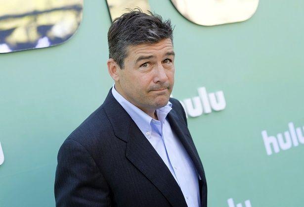【写真を見る】ジョージ・クルーニーに似ている?監督作で主演を務めるカイル・チャンドラー