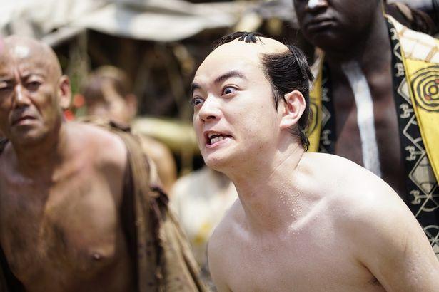 演技派・染谷将太が半裸で踊り狂う!?