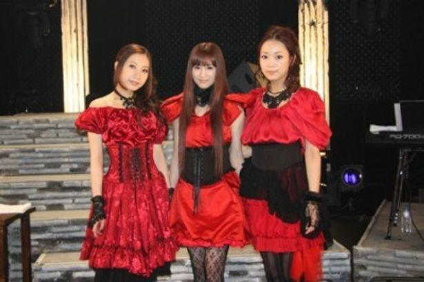 全国ツアーのファイナルを迎えたKalafinaのHikaru、Keiko、Wakana(写真左から)