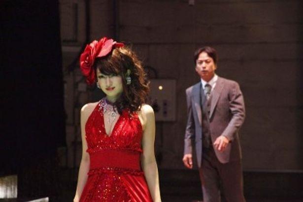 【写真】劇中、フカキョンは3役3変化で大人の女性を魅力的に演じる