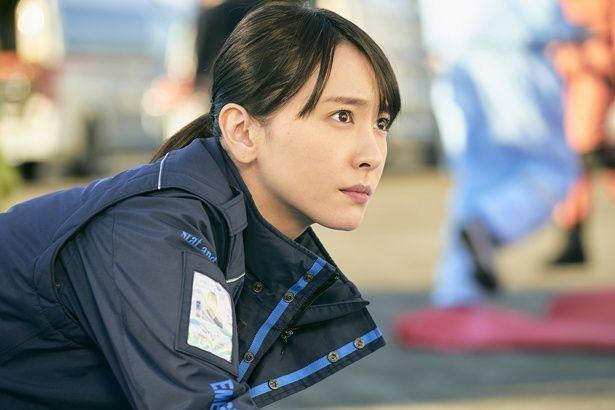 【写真を見る】フライトドクターのスタッフリーダーとしてチームをまとめる白石恵(新垣結衣)