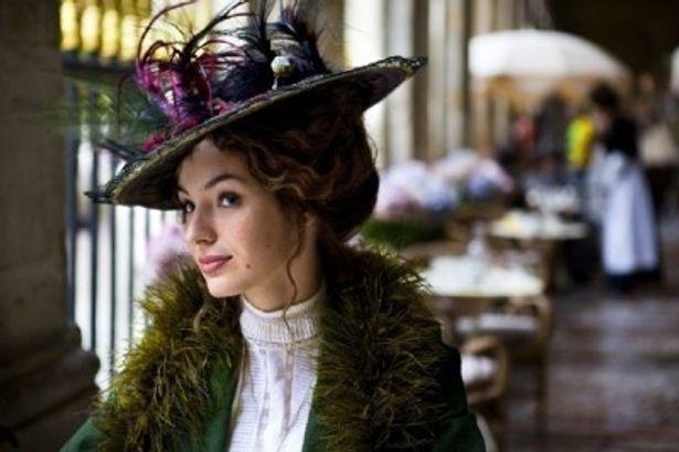 【写真】劇中でルイーズ扮するアデルはいろんな衣装で登場する!