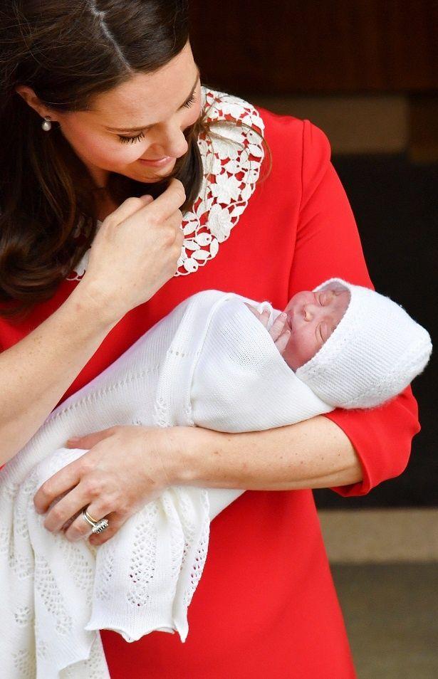【写真を見る】ついにルイ王子が洗礼式!ジョージ王子、シャーロット王女の洗礼式写真を振り返り