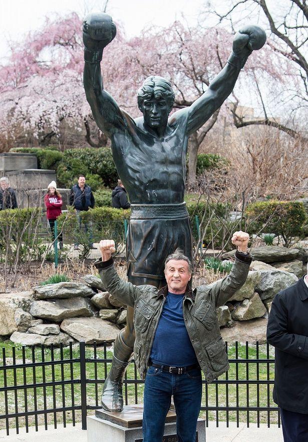 ロッキー像と共に!72歳となったシルヴェスター