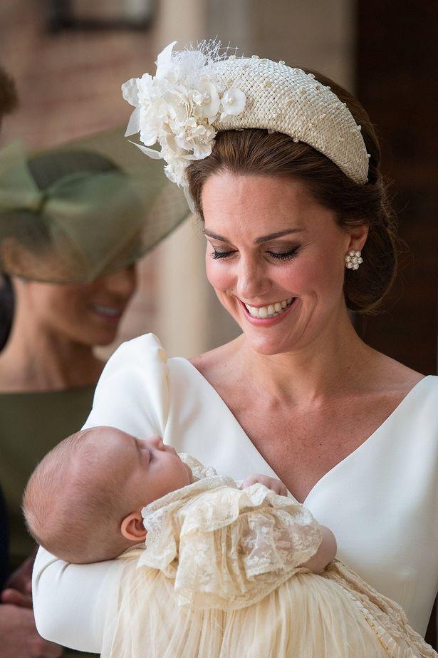 洗礼式を迎えたルイ王子とキャサリン妃