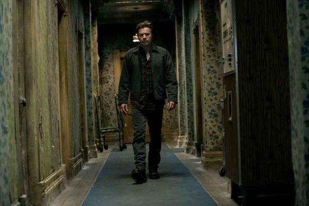 呪われたホテルを大人になったダニー(ユアン・マクレガー)が再び訪れる(『ドクター・スリープ』)