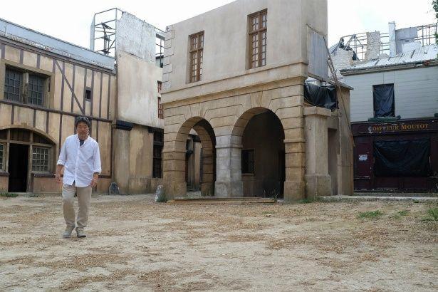 フランス・マルヌでロケハン中の是枝裕和監督