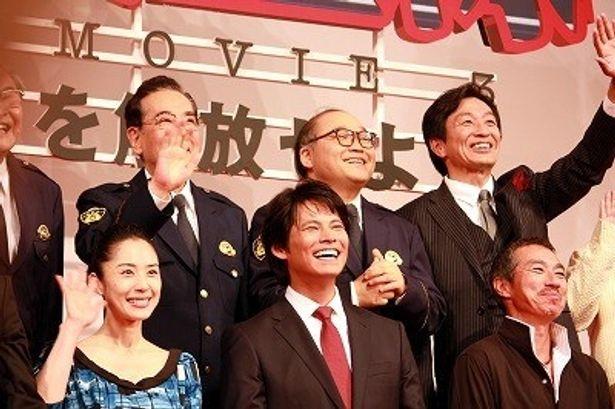 満面の笑みを見せていた織田裕二ら「踊る」キャスト陣