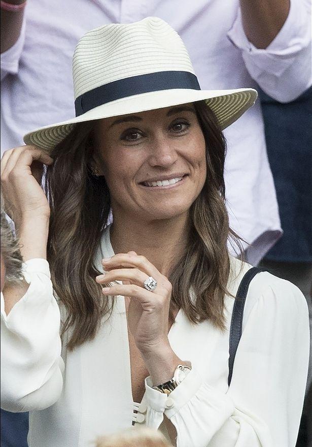キャサリン妃の妹ピッパ、新しい髪型で公の場に
