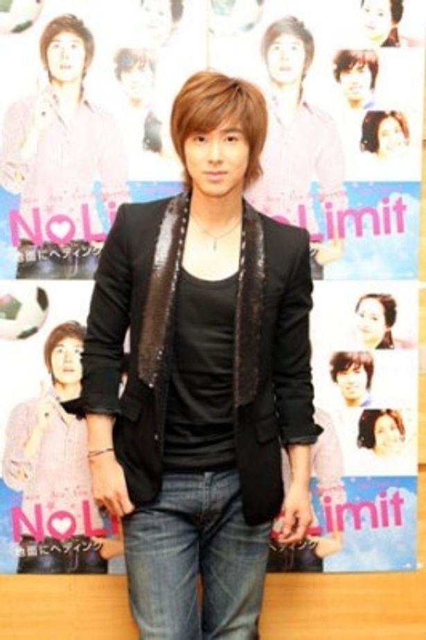 本作「No Limit〜地面にヘディング〜」でドラマ初主演を果たしたユンホ