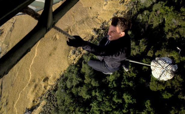 600メートル上空を飛ぶヘリから落下!?