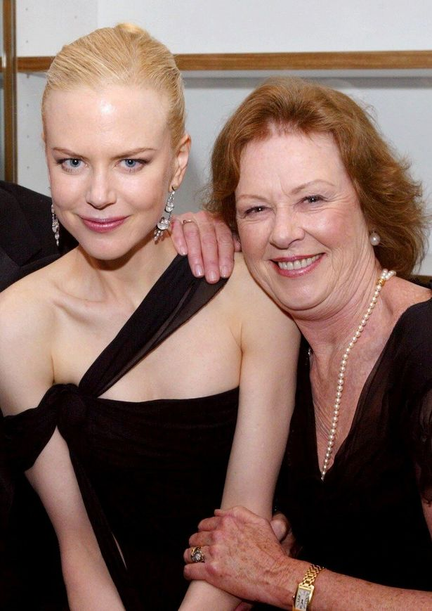 以前のニコールと母親のジャネル