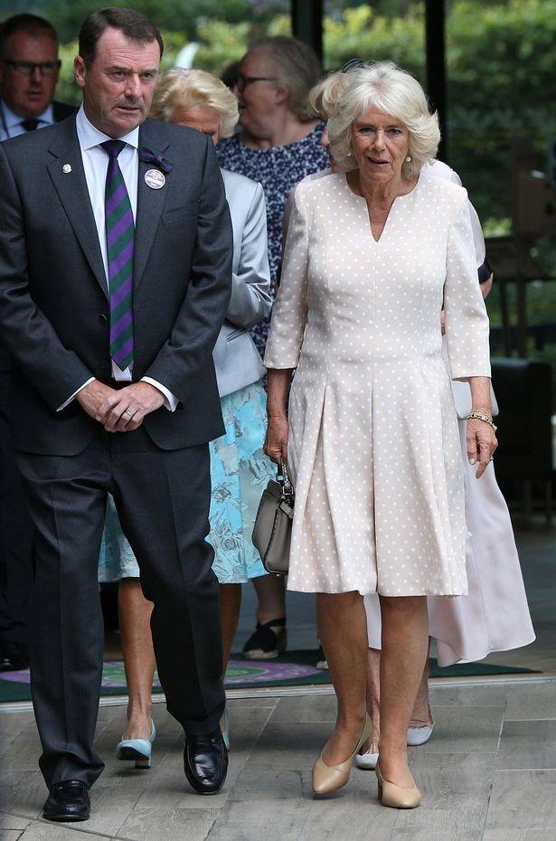 【写真を見る】ウィンブルドンの観戦に現れたカミラ夫人のファッションに注目!