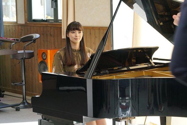 有名なピアニストで容姿も端麗な秋香は弘光とも親しい関係…?