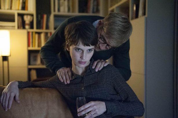 クロエはルイと出会い、少年のような風貌から大人の女の顔へ