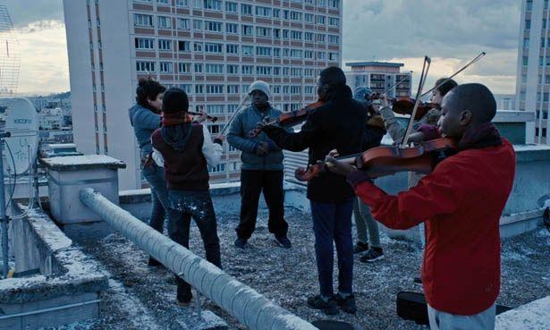 挫折したバイオリニストと子どもたちの交流を描く『オーケストラ・クラス』