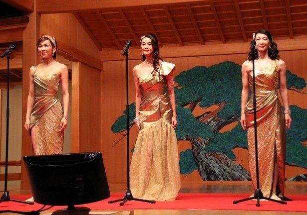 """観月ありさ、湖月わたる、春野寿美礼は、ゴールドの衣装をまとった""""和製ドリームガールズ""""で登場"""