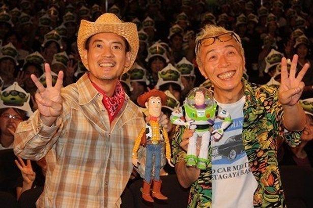 ウッディ役の声優・唐沢寿明と、バズ役の声優・所ジョージが初日舞台挨拶に登壇