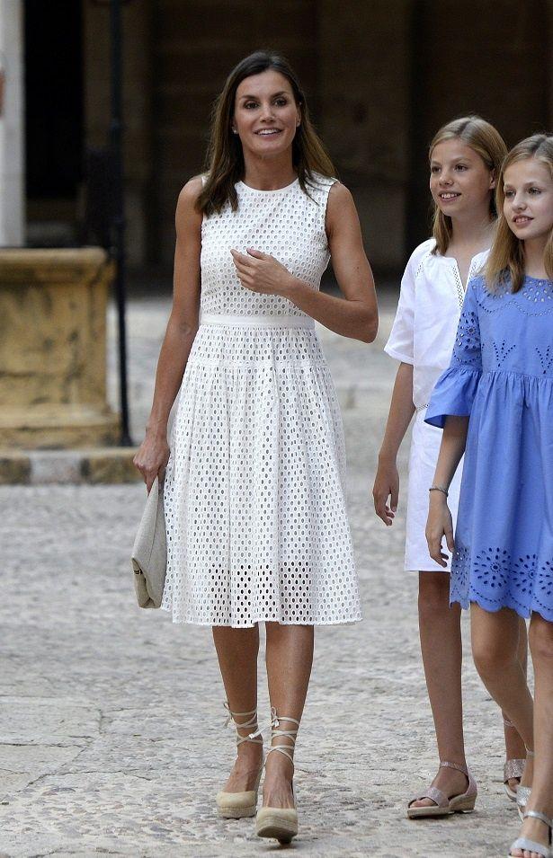 レティシア王妃のホットな装いが話題に!