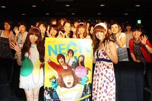映画「NECK ネック」のガールズトーク付き女子限定試写イベントに出席した河西智美(AKB48)、小松彩夏(写真左から)