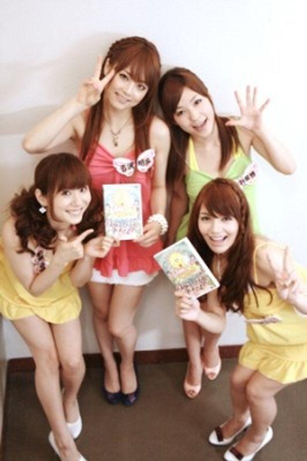 DVDをPRする麻美ゆま、吉沢明歩、かすみ果穂、Rioの4人(写真左から)