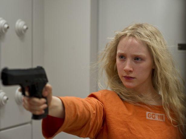 殺人マシーンとして育てられた16歳のヒロイン役で、激しいアクションに挑戦!(『ハンナ』)