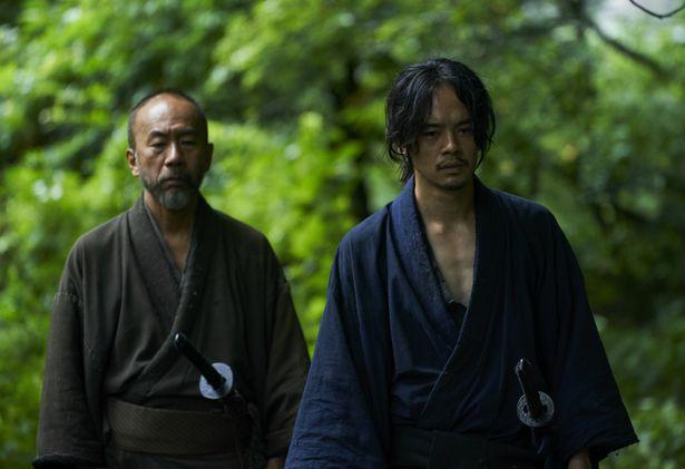 【写真を見る】塚本は監督、出演、脚本、撮影、編集、製作を務める