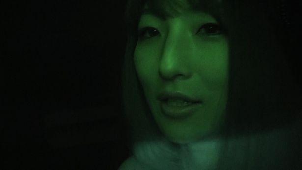怖いと言いながらも巨乳を揺らしミッションをこなしていく松川千紘