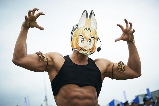 【写真を見る】 ムキムキのサーバルちゃん、コミケでドッタンバッタン大騒ぎ!おもしろコスプレ写真を25枚公開