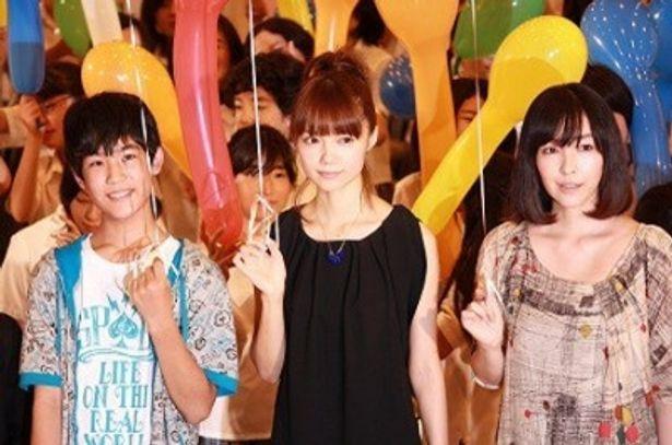 映画「カラフル」の完成披露試写会に出席した冨澤風斗、宮崎あおい、麻生久美子(写真左から)
