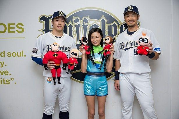 小島瑠璃子とT-岡田、安達了一選手