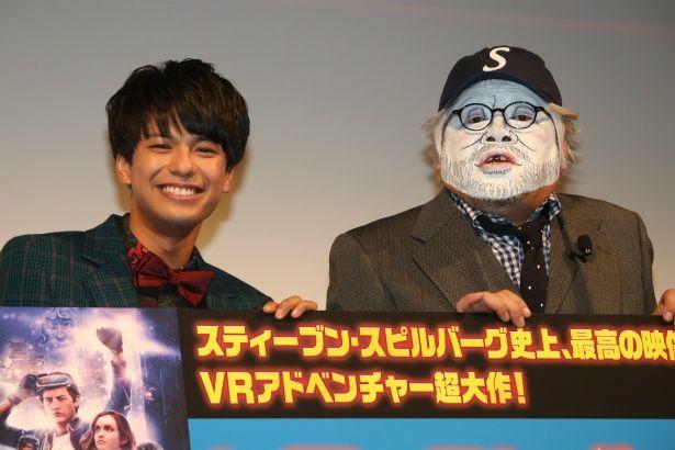 森崎ウィンがスピルバーグ監督になりきった(!?)くっきーとイベントに登壇