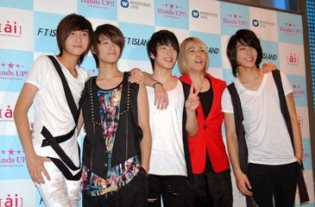 新曲「Brand-new days」を引っ提げZepp Tourをスタートさせた韓国出身5人組バンド、FTIsland。写真左よりソン・スンヒョン、イ・ジェジン、チェ・ミンファン、イ・ホンギ、チェ・ジョンフン