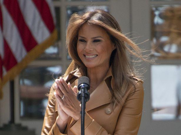 メラニア大統領夫人が乳首の見えるファッション!?