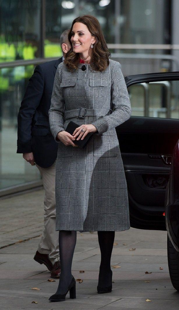 【写真を見る】昨年もクラシカルなグレーコートを着こなし注目を集めたキャサリン妃
