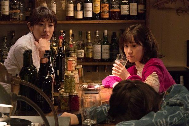 前田敦子は結婚に踏みだせない女性を演じている(『食べる女』)
