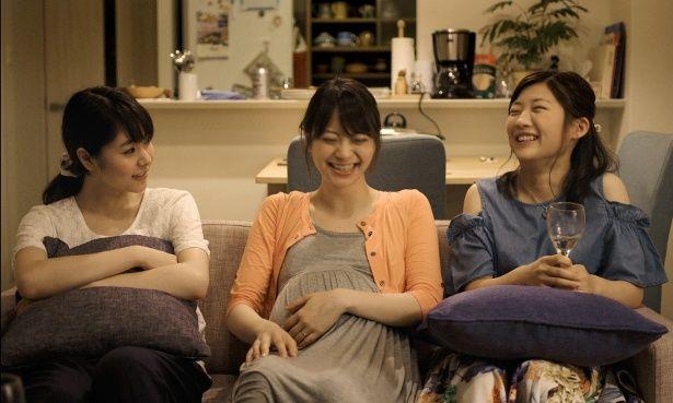 朝子が気を許せる友人・鈴木マヤ(山下リオ)と島春代(伊藤沙莉)