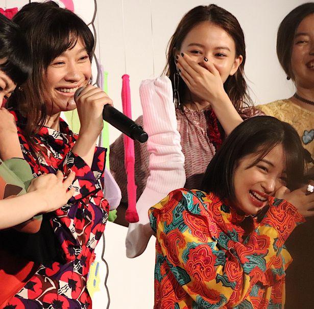 篠原涼子、広瀬すずが『SUNNY 強い気持ち・強い愛』初日に笑顔!