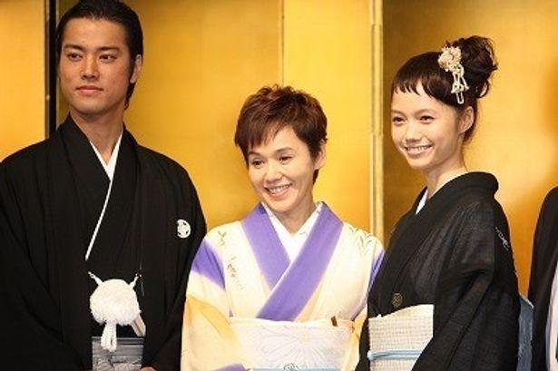 """""""完成披露宴""""ということで、宮崎あおいや大竹しのぶ、桐谷健太が和装で登壇!"""