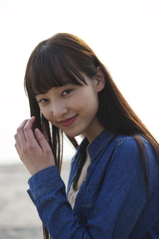「non-no」で見せる表情ともまた違う、山田愛奈の自然体な魅力
