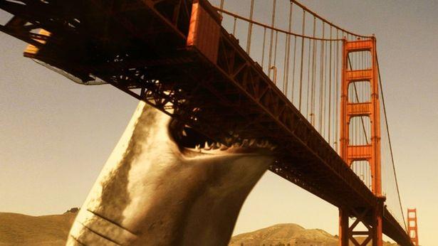 ガブッ!橋にかじりついちゃうぐらいの大きさ