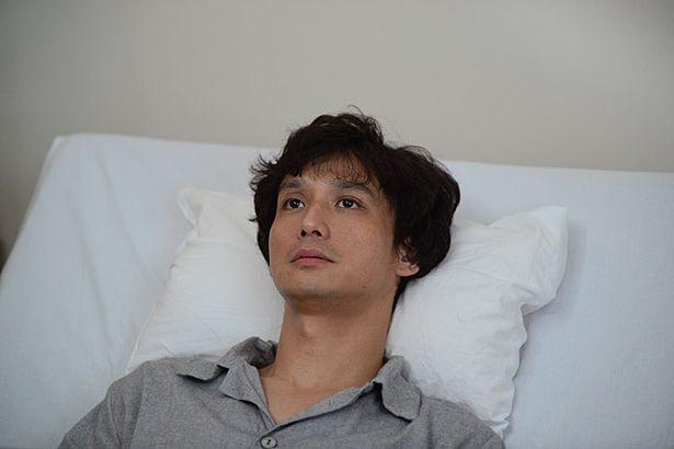 安藤政信が、あかねの恋人・裕二を演じた