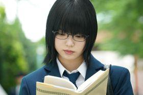 口撃に悶絶!レアな笑顔に萌える!欅坂46・平手友梨奈が天才小説家をクールに好演
